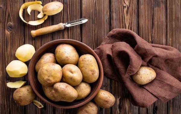 پوست سیب زمینی؛ زباله ای خوش طعم با خاصیت جادویی که نباید دور بریزید!